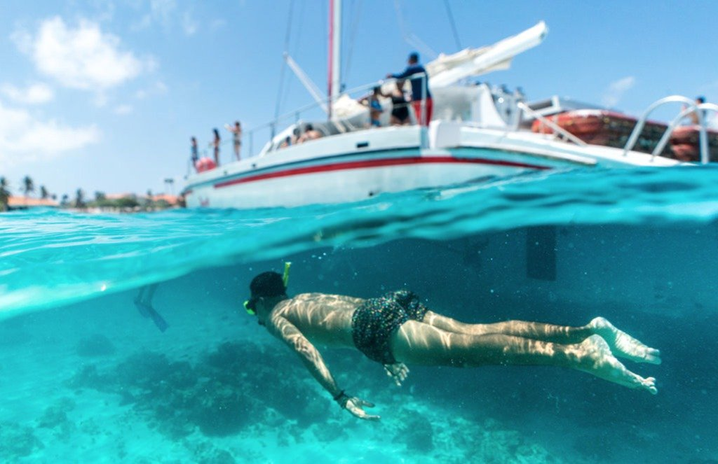 Best Snorkeling in the World: Aruba #travelclans #snorkel #snorkeling #Aruba #seekmoments  #postcardsfromtheworld #photographyislifee #getoutstayout #optoutside #beachbum #tropicalisland #lovetheocean #foreversummer