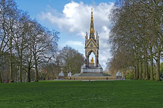 Top 10 things to do in London with kids - Hyde Park in London, England #travelclans #Top10thingstodo #london