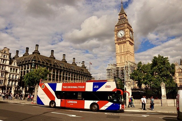 Top 10 things to do in London with kids - Big Bus London stopping at Big Ben #travelclans #Top10thingstodo #london