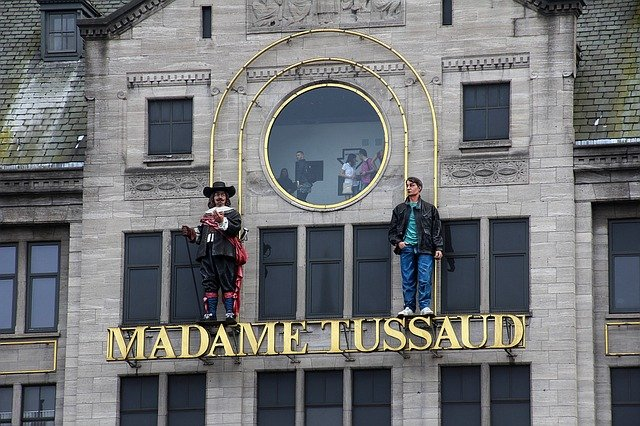 Top 10 things to do in London with kids - Madame Tussaud's in London, a must visit. #travelclans #Top10thingstodo #london