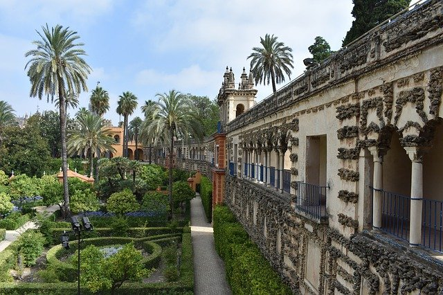 Where was Game of Thrones filmed? Answer: Alc?zar de Sevilla, Spain